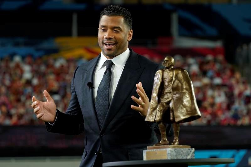 2020年シーズンの「ウォルター・ペイトン賞」を受賞した、シーホークスのQBラッセル・ウィルソン(AP=共同)
