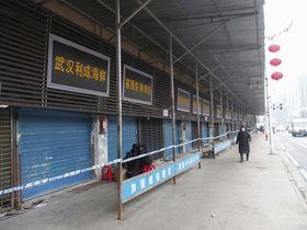 中国湖北省武漢市で閉鎖が続く海鮮市場=17日