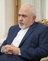 22日、テヘランでインタビューに応じるイランのザリフ外相(共同)