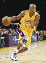 米プロバスケットボールNBA、レーカーズで活躍したコービー・ブライアントさん=2008年、ゲッティ・共同