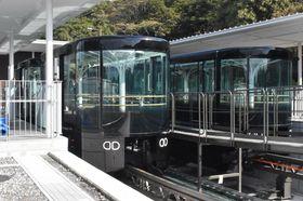 駅舎に搬入されたスロープカーの車両=長崎市、稲佐山公園