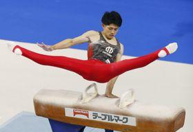 男子個人総合 谷川翔のあん馬=武蔵野の森総合スポーツプラザ