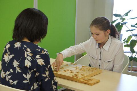 ねこまど将棋教室で北尾女流二段と対局するエカテリーナちゃん