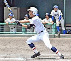 【磐城―福島商】6回裏福島商1死一、二塁、勝ち越しの適時三塁打を放つ渡辺拓