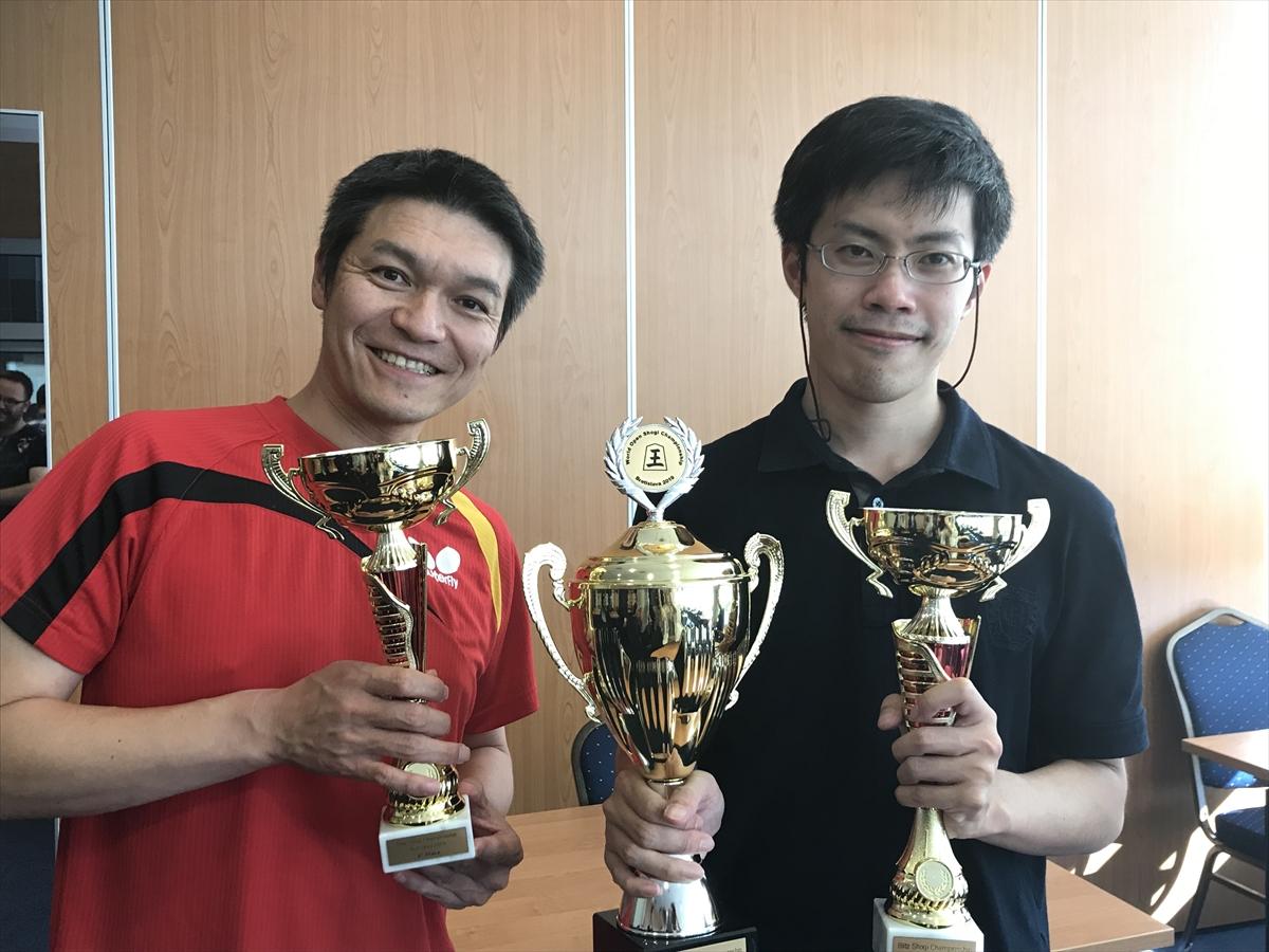 ブリッツで優勝した高橋英晃さん(右)と準優勝の筒井健祐さん