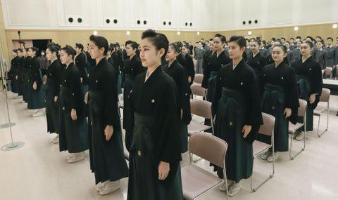 宝塚音楽学校、39人が卒業式