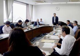 政務活動費に関する議員アンケートについて協議する菊陽町議会の全員協議会=5月18日、同町