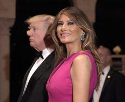 トランプ米大統領とメラニア夫人=2017年2月、フロリダ州パームビーチの別荘(AP=共同)
