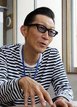 「生きづらさを見つめ、支援することが大切」と話す中川代表=長崎市内