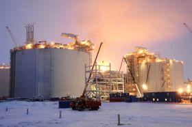 ロシア北極圏ヤマル半島サベッタの液化天然ガス(LNG)生産基地=2017年12月(共同)