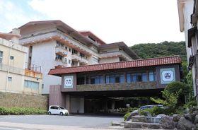 メモリードへ事業譲渡する雲仙湯元ホテル=長崎県雲仙市小浜町