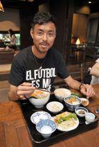 「毎日の食事を大事にしている」と話すロアッソ熊本の青木剛選手=大津町