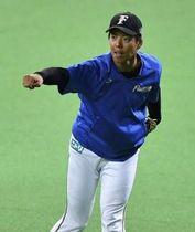 ついに札幌ドームのマウンドに立つ杉浦。道産子右腕の躍動に期待がかかる