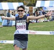 女子フルマラソン 初優勝を果たした藤吉亜依子=掛川市のつま恋