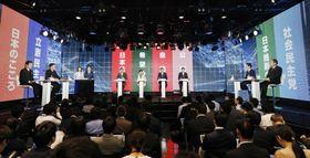 インターネット動画配信サイト「ニコニコ動画」の討論会に臨む与野党の党首=7日夜、東京・六本木