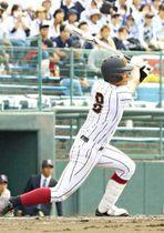 【準々決勝・日章学園-熊本西】6回表日章学園無死一、二塁で左中間に適時二塁打を放つ平野