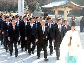 リーグ4連覇と日本一を祈願した広島の首脳陣と球団職員