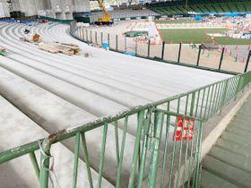 着々と工事が進むメットライフドームの新外野席(球団提供)
