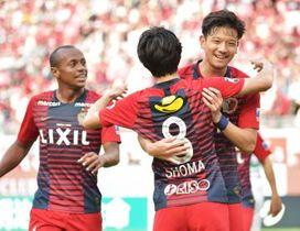 鹿島-松本 後半20分に2点目のゴールを決め、笑顔を見せる白崎=カシマスタジアム、吉田雅宏撮影