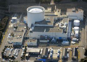廃炉作業中の新型転換炉「ふげん」=1月、福井県敦賀市(共同通信社ヘリから)