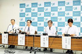 がんゲノム医療拠点病院への指定と保険診療の開始について説明する林篤志病院長(左)、林龍二がんゲノム医療推進センター長(左から2人目)ら=富山大附属病院