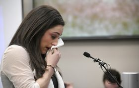 涙ながらにセクハラ被害について証言するロンドン五輪体操の金メダリスト、ジョーディン・ウィーバー=19日、米ミシガン州ランシング(デトロイト・ニューズ・AP=共同)