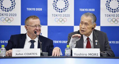 2020年東京五輪の合同会議を終え、記者会見するIOC調整委のコーツ委員長(左)と組織委の森喜朗会長=23日午後、東京都内