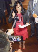 16日、ニューヨークの国連本部で米国主催の会合終了後、取材に応じるキューバのロドリゲス国連大使(共同)