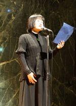 今年の長崎平和宣言に盛り込まれた詩を朗読する岩永さん=長崎市、長崎原爆資料館