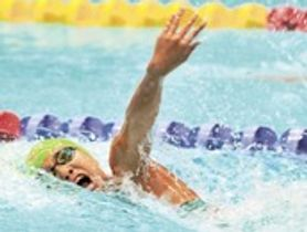 競泳女子200メートル個人メドレー決勝 ラスト50メートルで追い上げる静岡豊田の大塚華蓮=京都アクアリーナ