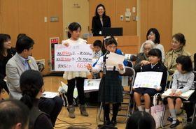 まちづくりのアイデアを発表する児童=長崎市消防局