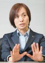 「勝つことでまた多くの方々に力を届けることができれば」と話すサッカー女子日本代表の高倉麻子監督=東京都文京区で