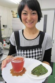 エゴマの葉のジュースとしょうゆ漬け=入善町入膳で