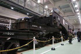 大型変圧器を輸送するシキ800形式貨車(京都市下京区・鉄道博物館)