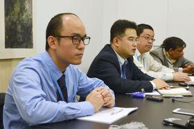 COP23の会場で記者会見する中国代表団の担当者(手前の2人)=10日、ドイツ・ボン(共同)