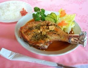 口いっぱいに広がる肉のうまみ 若鶏のハーブ焼き