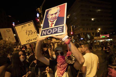 封鎖下のイスラエルで反政権デモ