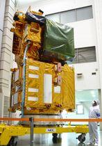 公開された観測衛星「しきさい」=14日午後、茨城県つくば市の筑波宇宙センター