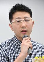 悪質業者を告発する緊急会見に参加した木村ナオヒロ。昨年11月に「ひきこもり新聞」を創刊した。