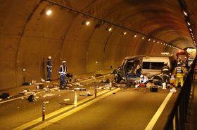 死亡事故があった徳島自動車道の新山トンネル=三好市池田町