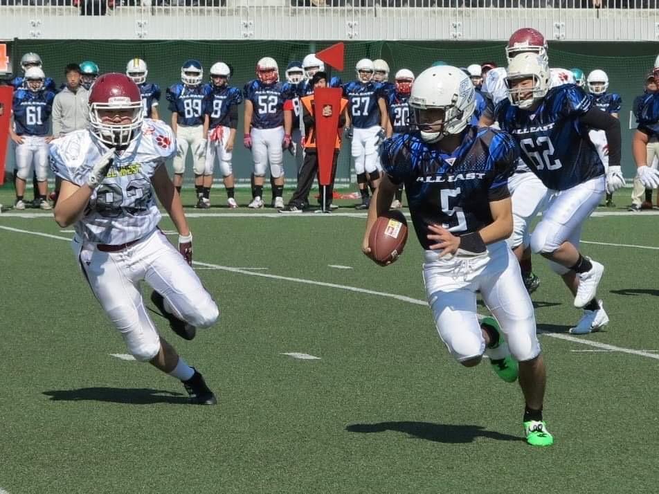 関東選抜のオフェンスをリードしたQB石川貴大選手(5)=写真提供・東京都アメリカンフットボール協会