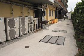 前理事長夫婦が解任・解雇された社会福祉法人の総合福祉施設。地下にある浄化槽は交換されておらず、表面は舗装されている=12日、熊本市南区