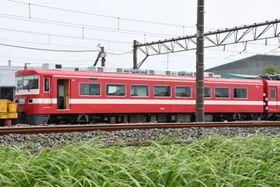 留置線で解体される日を待つ東武1800系