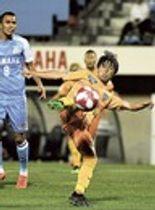磐田―清水 後半17分、ボレーで先制ゴールを決める清水・高橋=ヤマハスタジアム