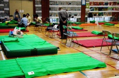 西日本豪雨で避難所となった小学校の体育館=7月、神戸市北区