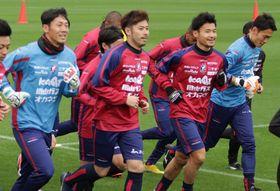 ファジアーノのキャンプに初めて臨む田中選手(左から2人目)=1月17日