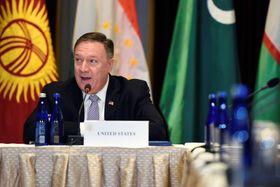 中央アジア5カ国の外相との会談に臨むポンペオ米国務長官=22日、ニューヨーク(ロイター=共同)