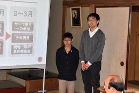 【建物の保存、活用方法について発表する大友さん(右)と小川さん=尾鷲市朝日町の土井見世邸で】