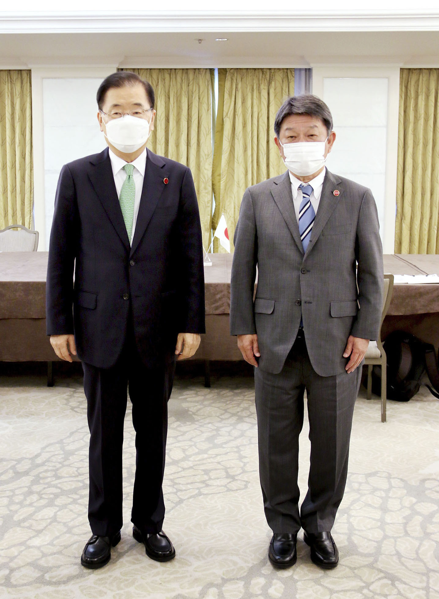 日韓外相、関係修復へ初会談 慰安婦、徴用工問題では平行線