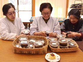 「生田地区の特産品になってほしいね」と話す米山さん(中央)ら